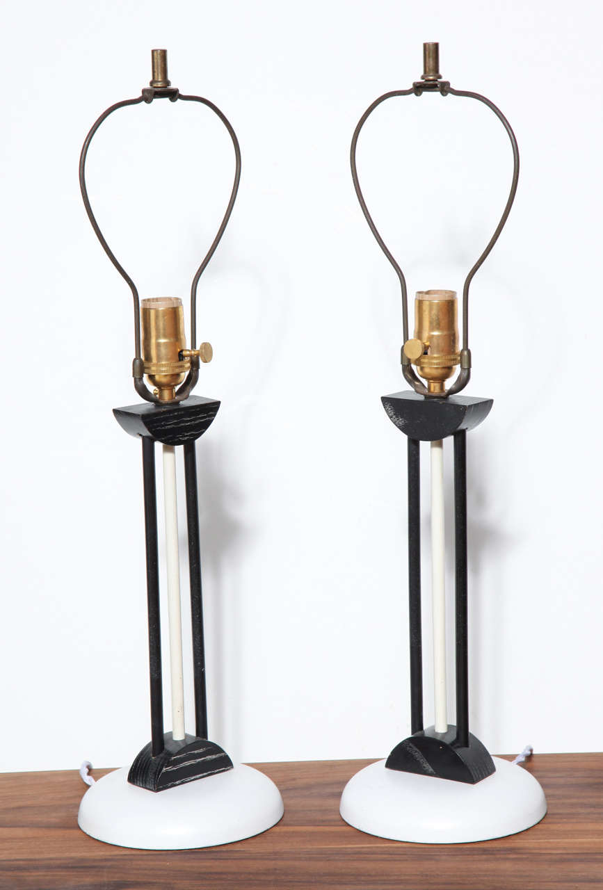 American Pair of 1940s, Late Art Deco Style, White and Black Table Lamps For Sale
