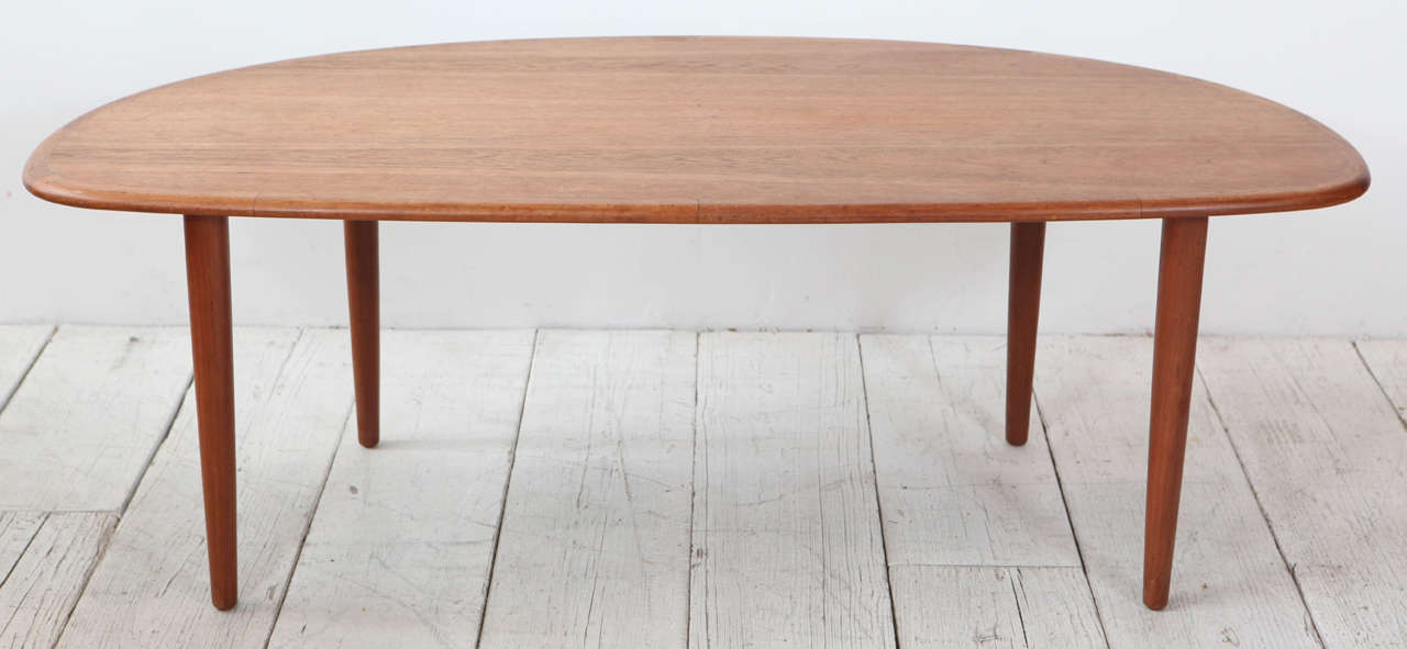 Tall Oblong Mid-Century Modern Coffee Table In Good Condition For Sale In Los Angeles, CA