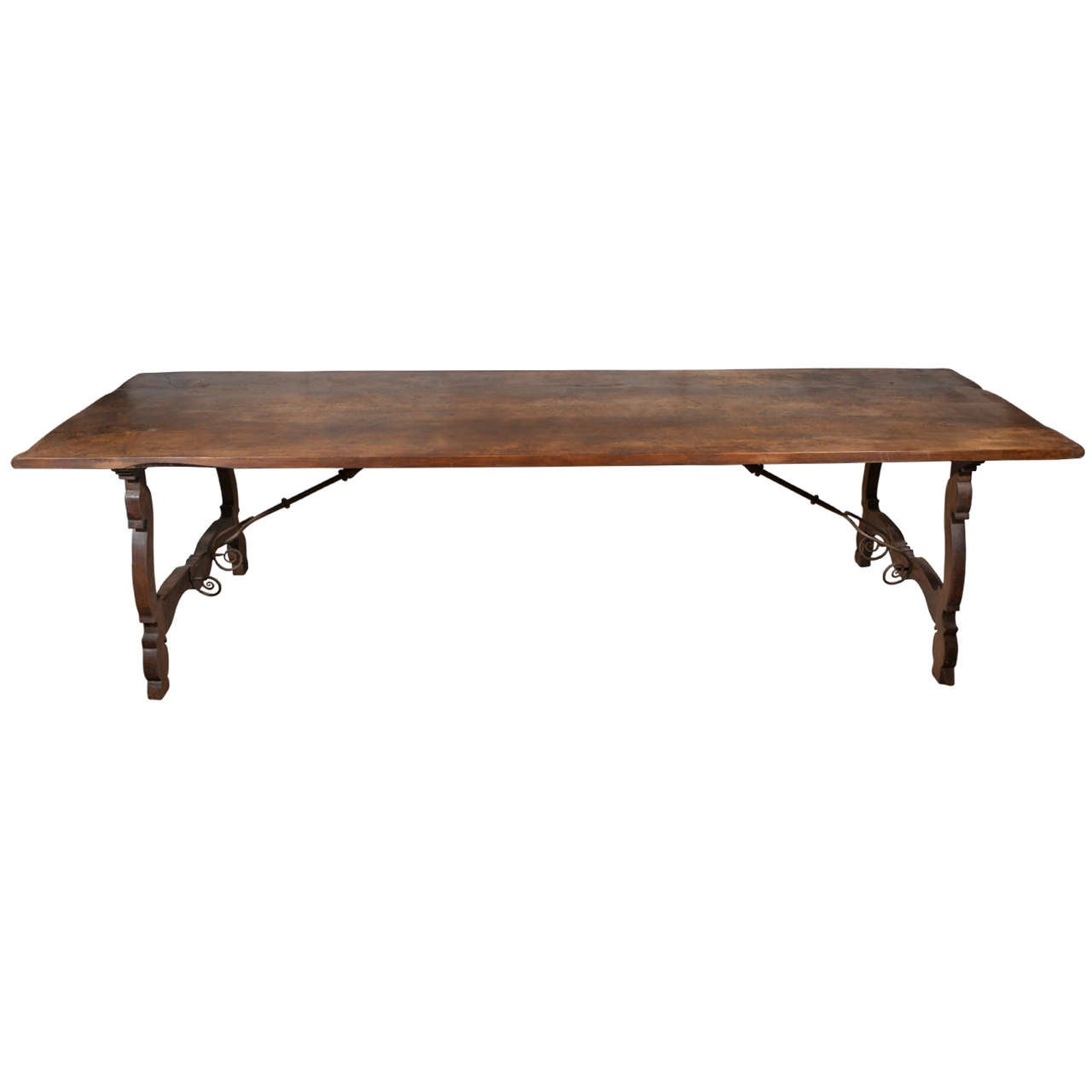 Spanish walnut dining table at 1stdibs for Table in spanish