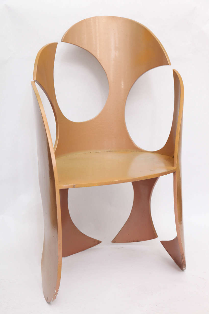 Mid-Century Modern 1980s Sculptural Chair Crafted of Painted Metal For Sale