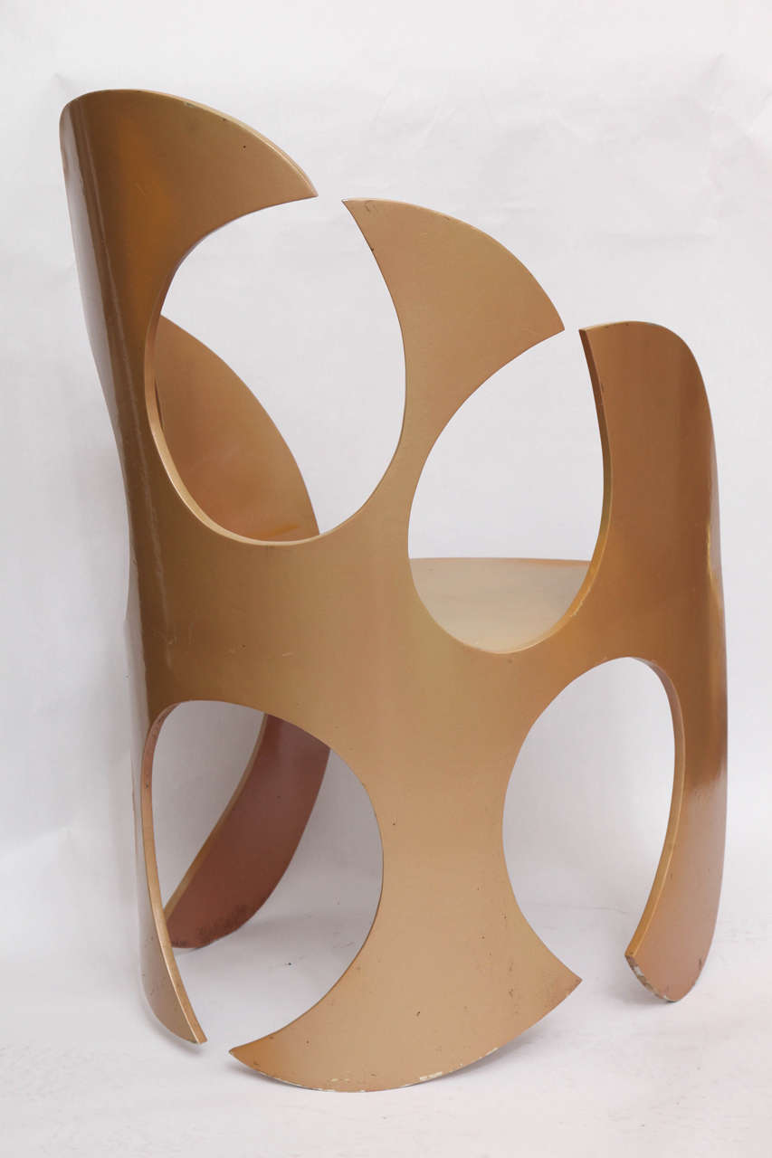 1980s Sculptural Chair Crafted of Painted Metal For Sale 3