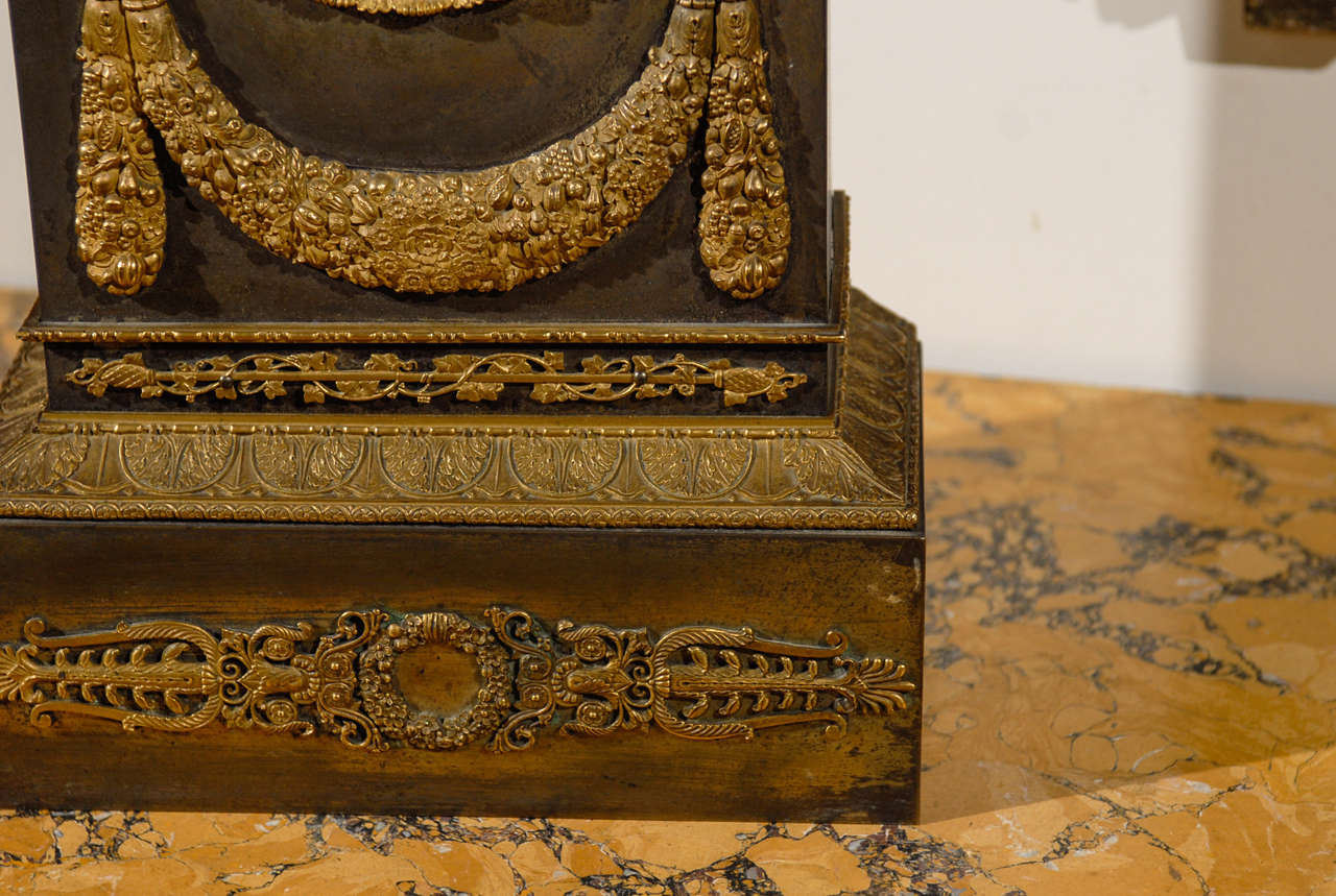 19th Century French Neoclassical Mantel Clock with Ormalu For Sale 6