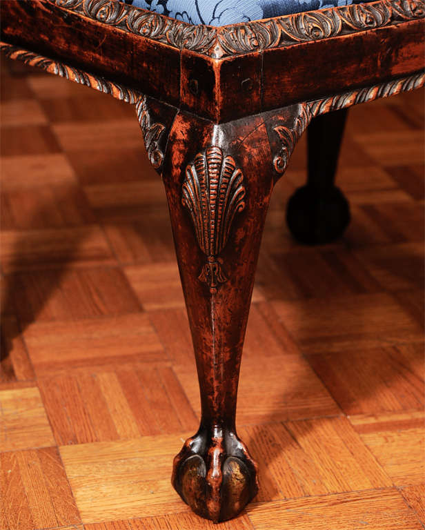 Georgian Mahogany Stool with Shell-Carved Cabriole Legs In Excellent Condition For Sale In New York, NY