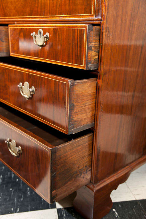 English Walnut Slant Front Bureau/Desk with String Inlay In Excellent Condition For Sale In Woodbury, CT