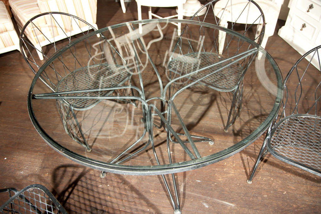 Mid-20th Century Salterini Round Table and Chairs For Sale