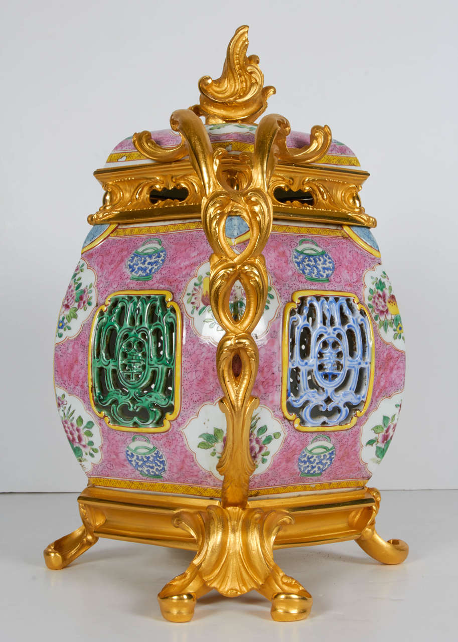 Gilt Pair of Antique Chinese Export Porcelain and Ormolu-Mounted Covered Potpourris For Sale