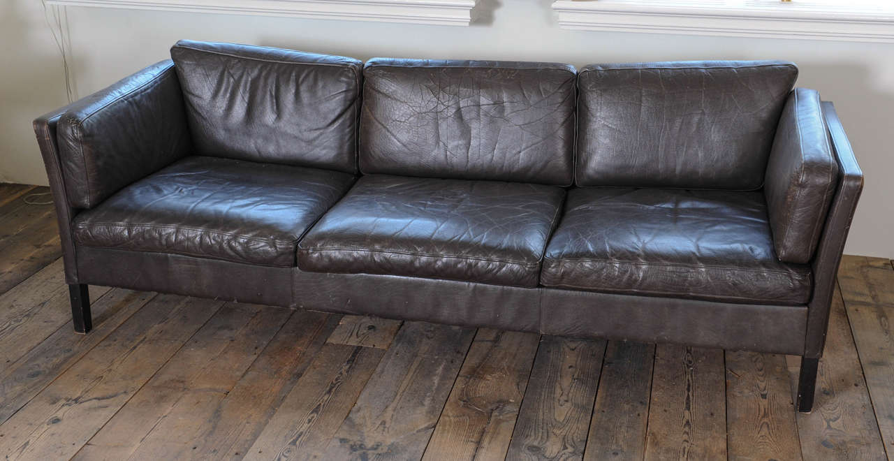 1960s Danish Three-Seat Vintage Design Sofa with Black Leather Upholstered In Fair Condition For Sale In Baambrugge, NL