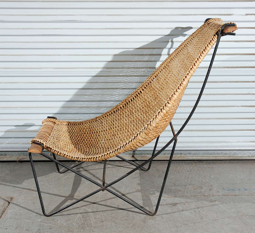 One rattan chaise lounge at 1stdibs for Chaise longue rattan sintetico