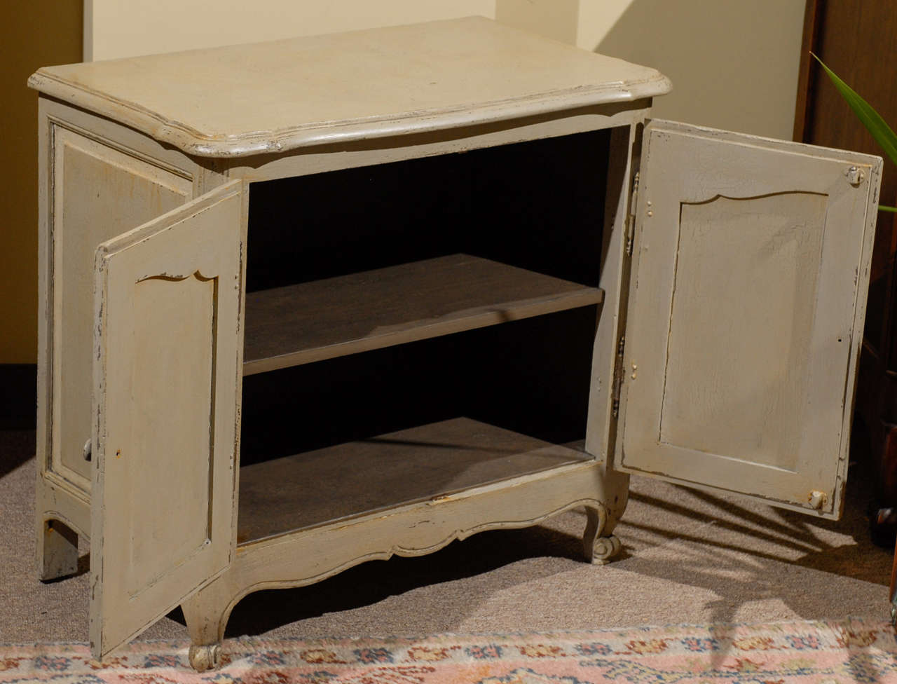 vintage french louis xv style petite buffet at 1stdibs. Black Bedroom Furniture Sets. Home Design Ideas