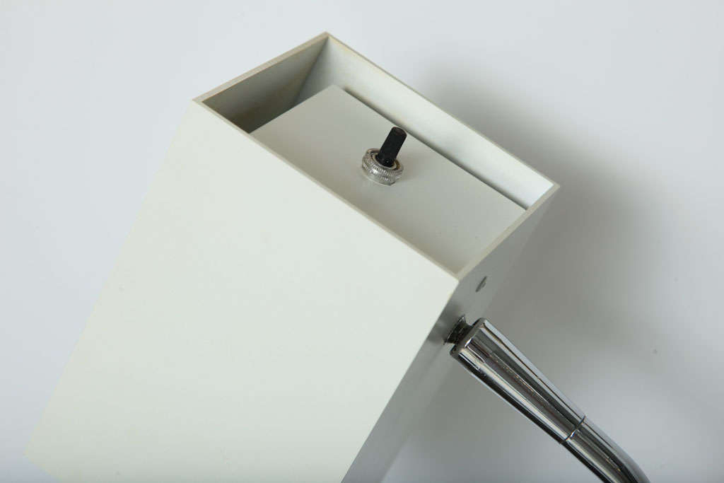 Cube White Desk Lamp by Robert Sonneman In Excellent Condition For Sale In New York, NY