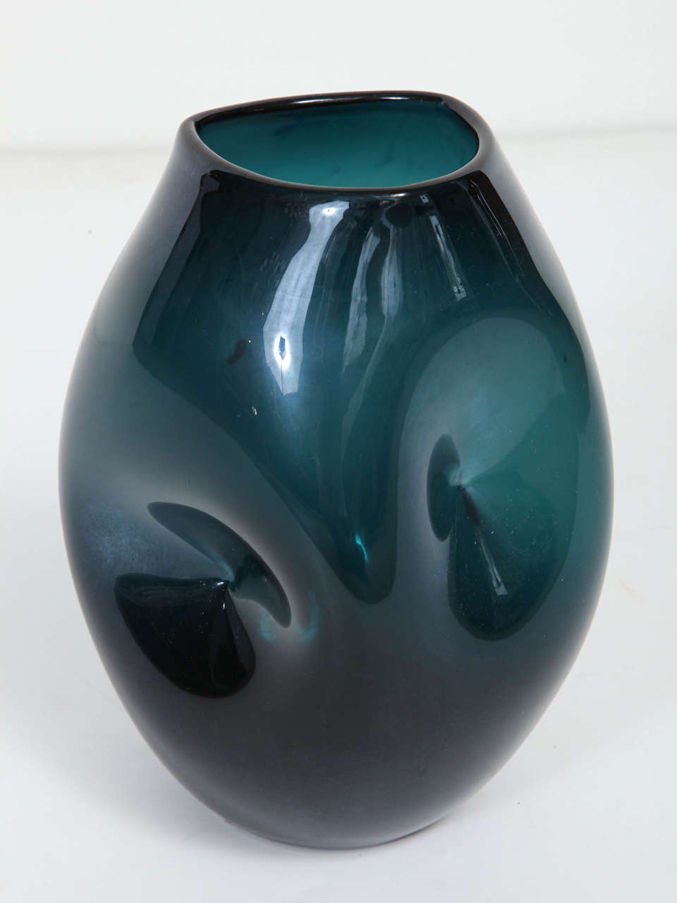Empoli Jade Green Glass Vase In Excellent Condition For Sale In New York, NY