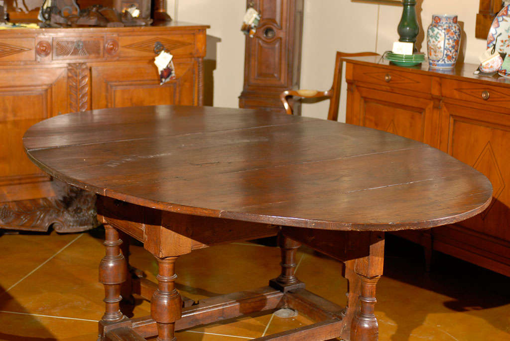 18th Century Oval English Oak Drop-Leaf & Gate Leg Dining Table image 4