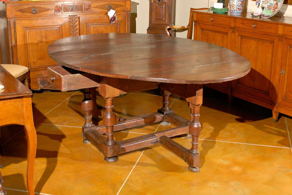 18th Century Oval English Oak Drop-Leaf & Gate Leg Dining Table image 5