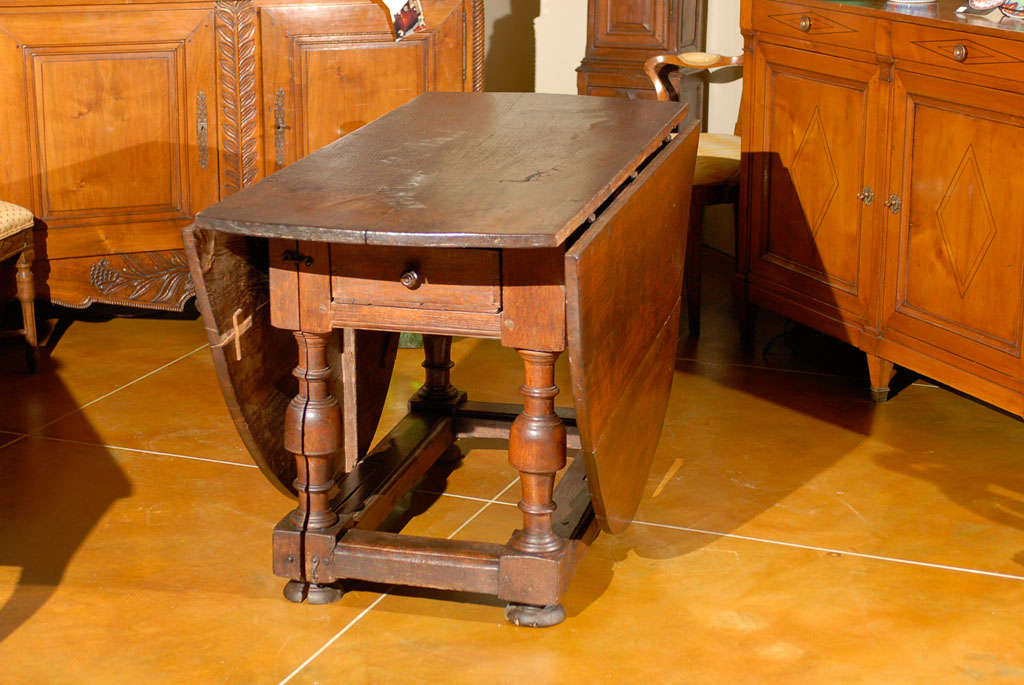 18th Century Oval English Oak Drop-Leaf & Gate Leg Dining Table image 8