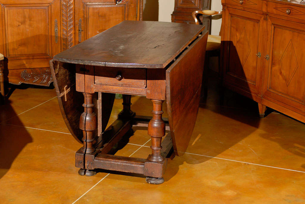 18th Century Oval English Oak Drop-Leaf & Gate Leg Dining Table image 6