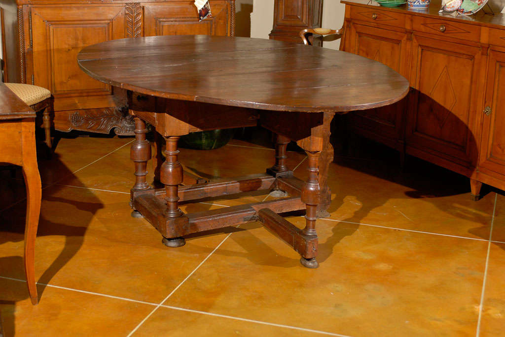 18th Century Oval English Oak Drop-Leaf & Gate Leg Dining Table image 7