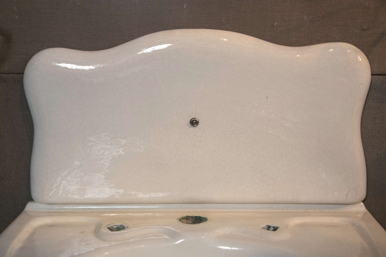 JL Mott Earth ware Bath Sink In Good Condition For Sale In Stamford, CT