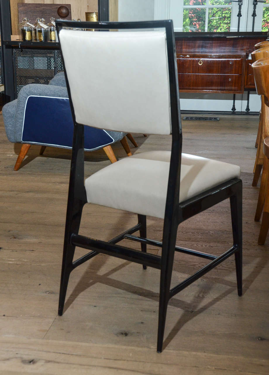 Mid-Century Modern Pair of Occasional Chairs Attributed to Gio Ponti For Sale