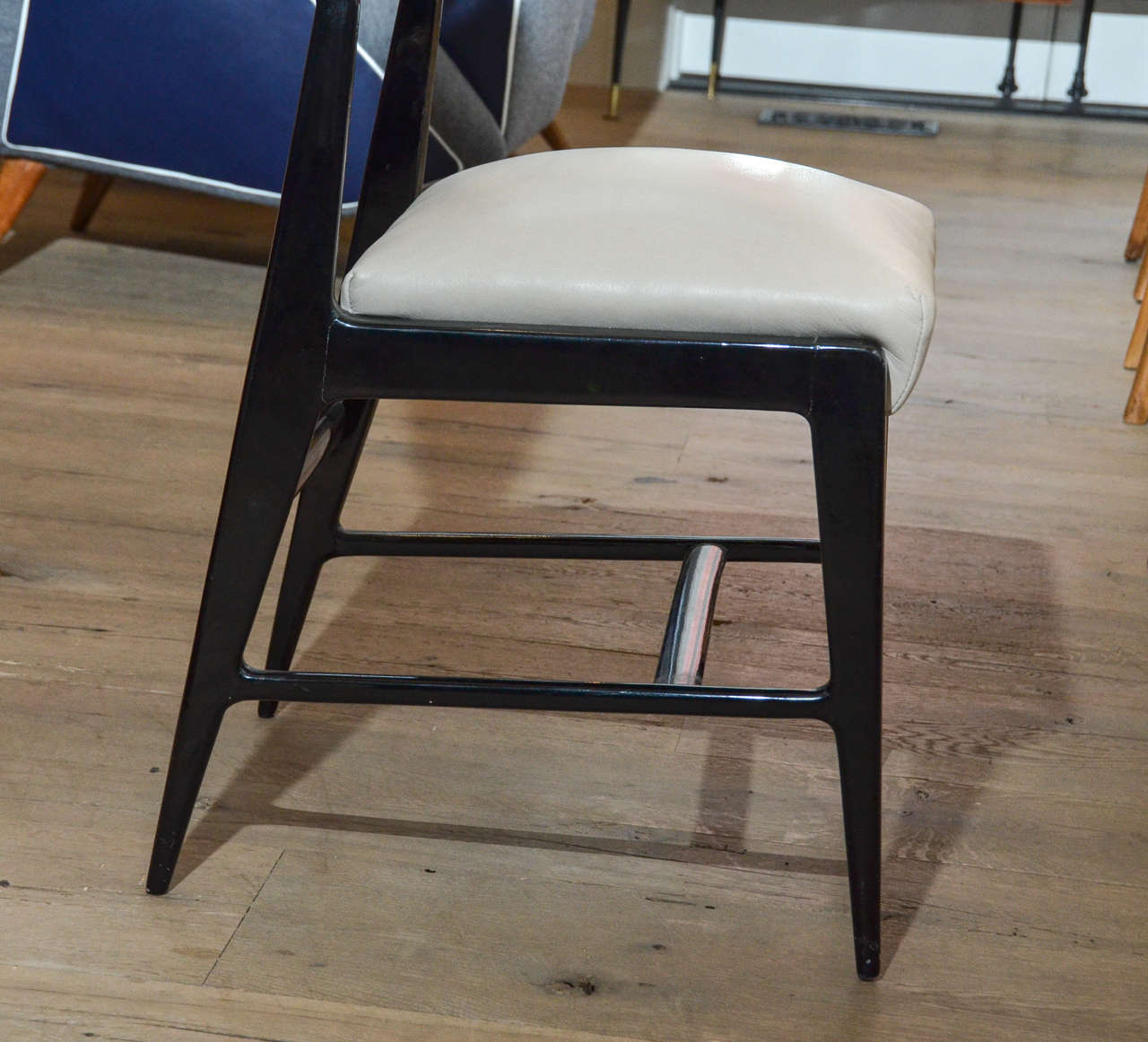 Wood Pair of Occasional Chairs Attributed to Gio Ponti For Sale