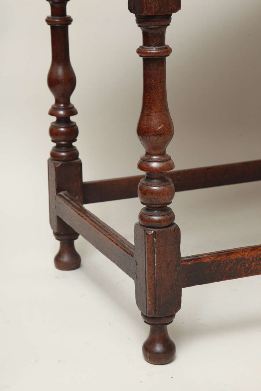 Late 17th Century English Oak and Ash Side Table In Excellent Condition For Sale In New York, NY