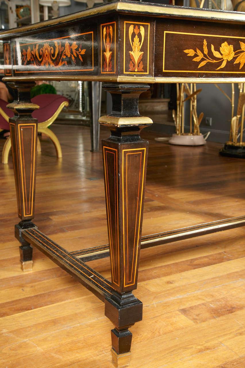 Elegant Center Table For Sale at 1stdibs