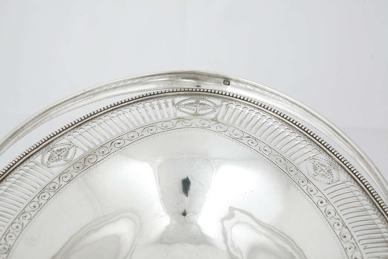 George III Sterling Silver Cake Basket For Sale 1