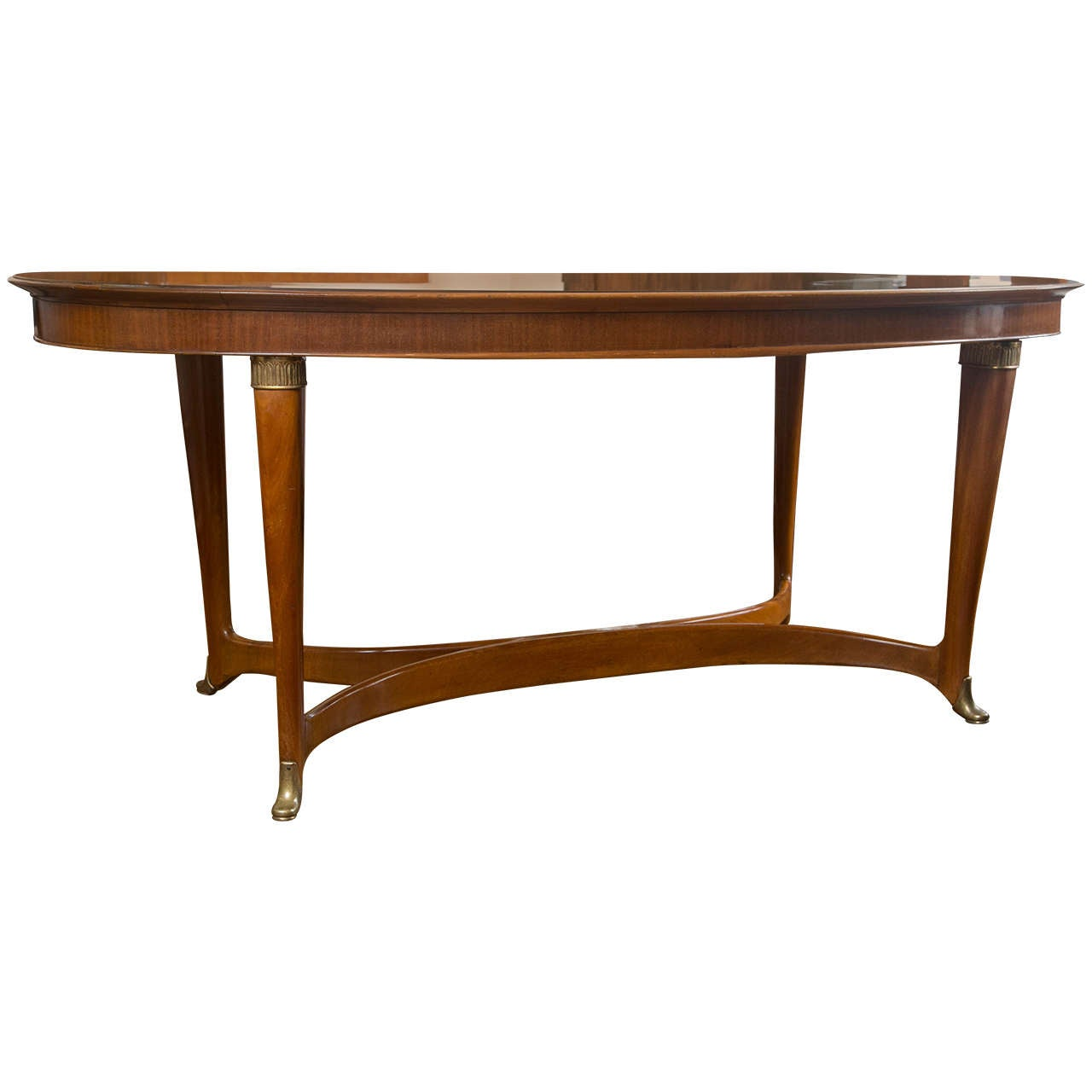 Sleek italian oval dining table at 1stdibs for Sleek dining room tables