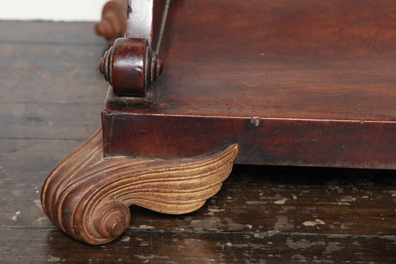 19th Century English Regency Mahogany Center Table In Good Condition For Sale In New York, NY