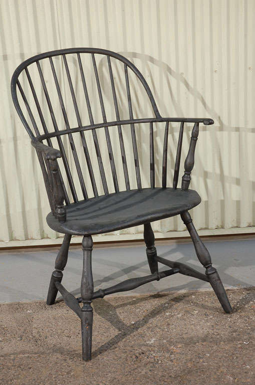 WONDERFUL OLD BLACK SURFACE 19THC KNUCKLE ARM WINDSOR ARM CHAIR FROM NEW  ENGLAND.THIS FANTASTIC