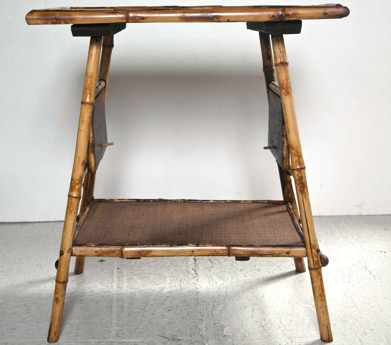 Victorian bamboo table with side flaps at 1stdibs for Table exit fly