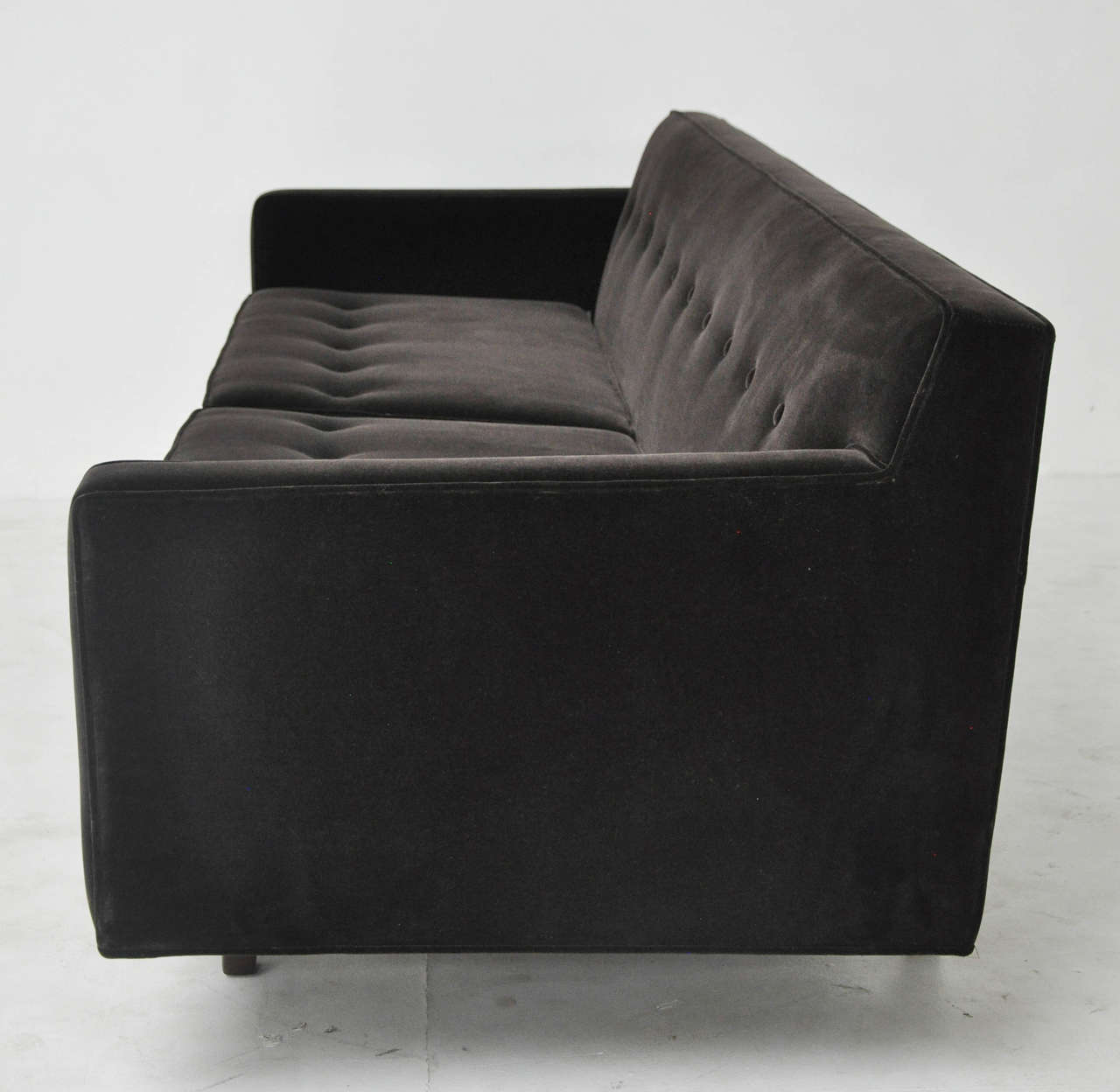 Dunbar Bracket-Back Sofa by Edward Wormley In Excellent Condition For Sale In Chicago, IL