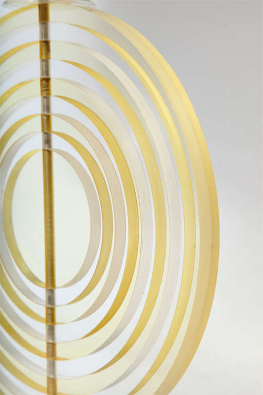 Table Lamp American Modernist Sculptural Lucite Concentric Circles, 1930s For Sale 1