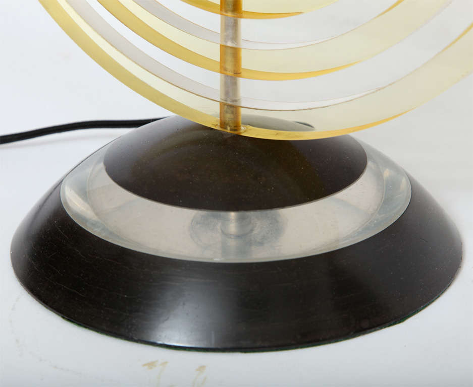 Table Lamp American Modernist Sculptural Lucite Concentric Circles, 1930s For Sale 3