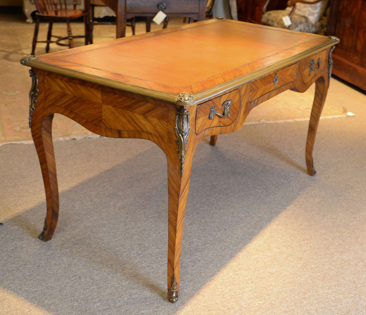 Vintage louis xv style bureau plat at 1stdibs for Bureau louis xv