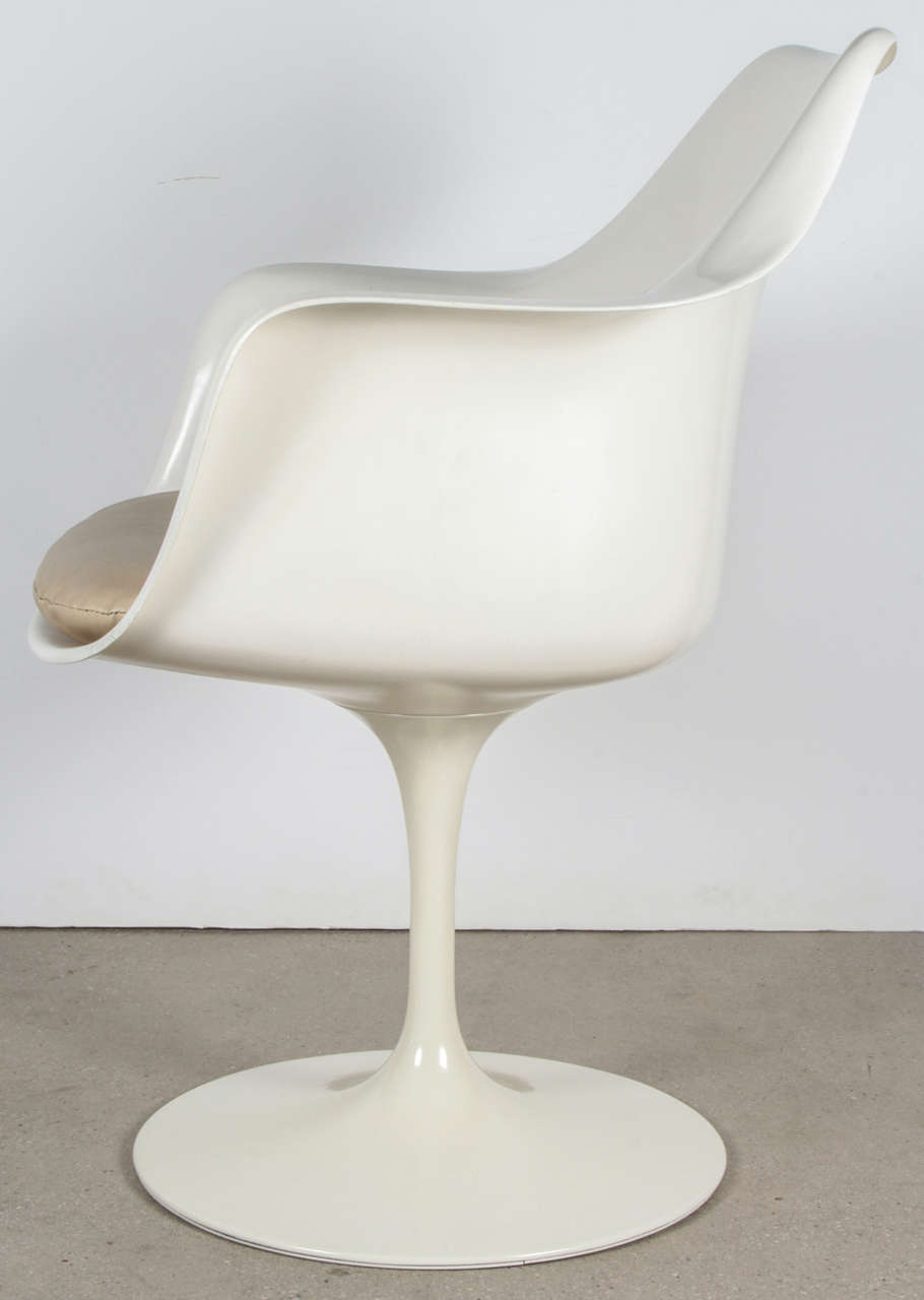 Vintage Tulip Chair By Saarinen For Knoll International At