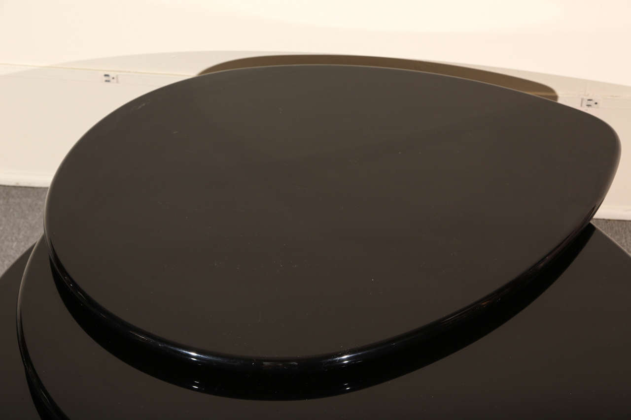 Black Lacquered Coffee table by Rougier In Good Condition For Sale In New York, NY