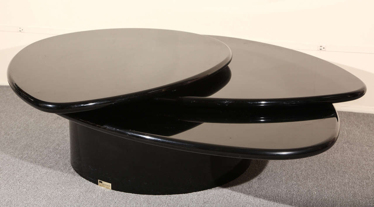 Black Lacquered Coffee table by Rougier For Sale 3
