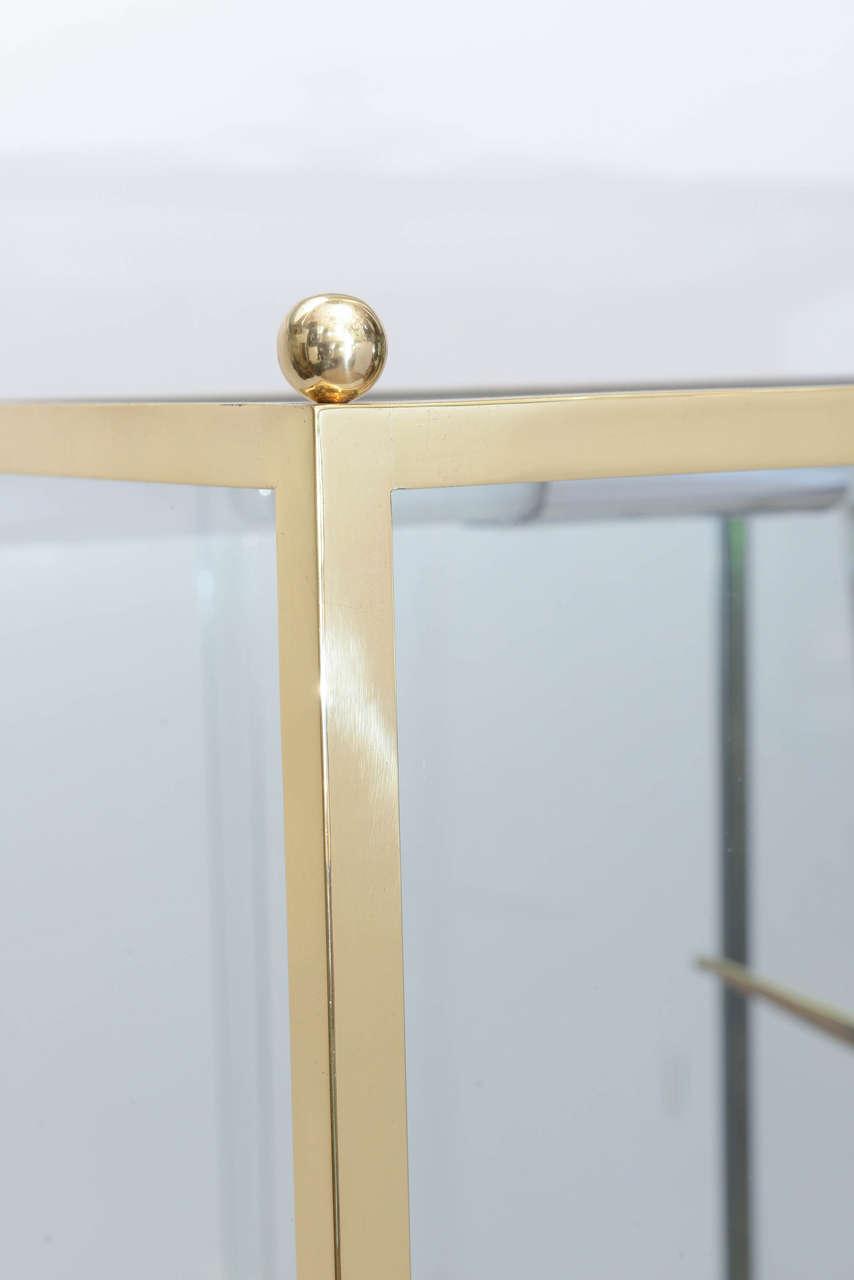 Mid-20th Century Brass and Glass Vitrine in the Manner of Osvaldo Borsani For Sale