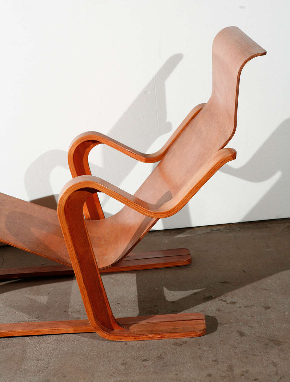 Marcel breuer long chair at 1stdibs for Chaise wassily