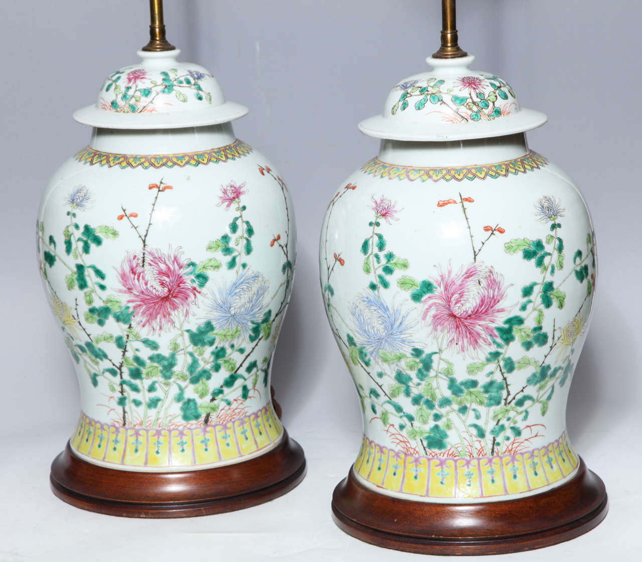 Pair of 19th Century Chinese Porcelain Ginger Jars Converted into Table Lamps In Excellent Condition For Sale In New York, NY