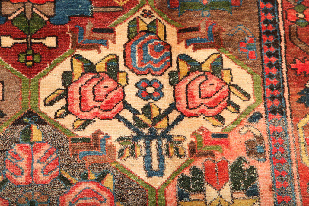 1920 Feredan Village Bakhtiari Rug with Hand-Knotted Wool Pile and Organic Dyes For Sale 2