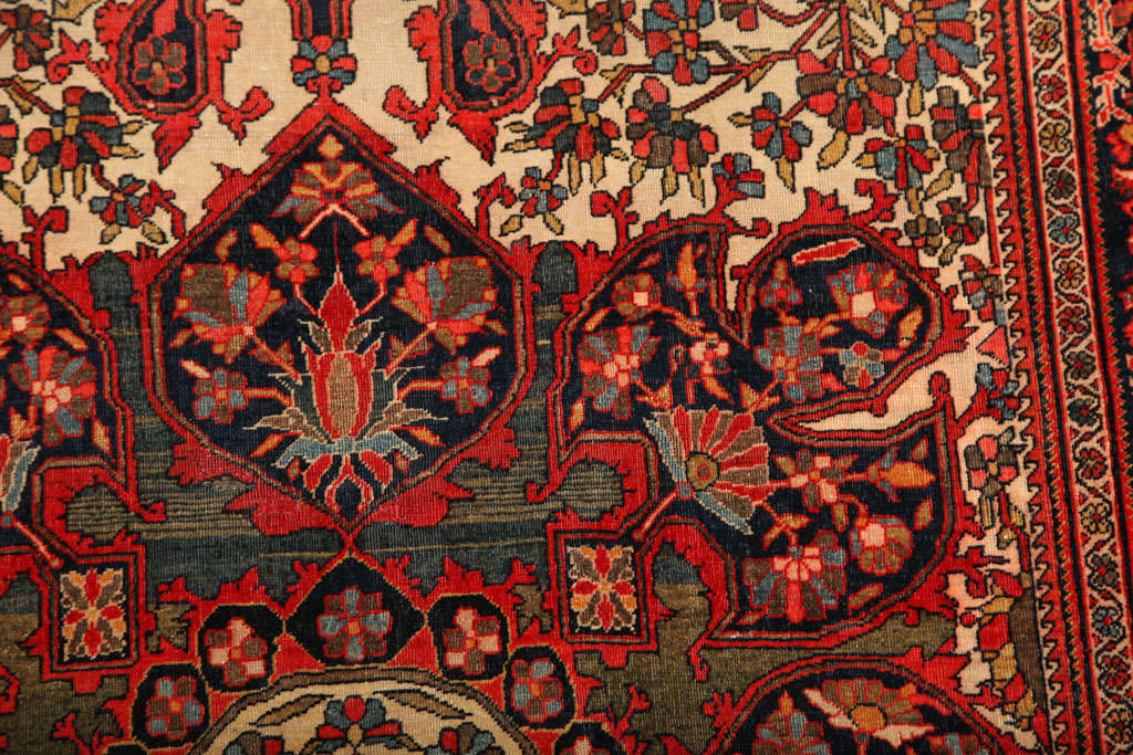 1890 Persian Fereghan Rug with Handspun Wool and Organic Vegetable Dyes In Excellent Condition For Sale In New York, NY