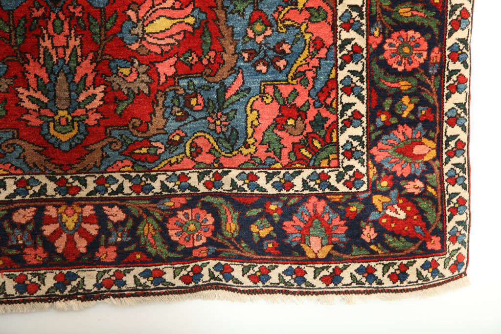 1920 Bibibaft Bakhtiari Carpet with Pure Wool Pile and Organic Vegetal Dyes In Excellent Condition For Sale In New York, NY
