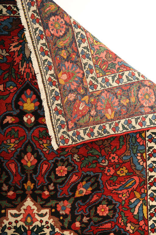1920 Bibibaft Bakhtiari Carpet with Pure Wool Pile and Organic Vegetal Dyes For Sale 4