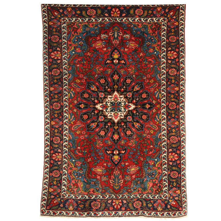 1920 Bibibaft Bakhtiari Carpet with Pure Wool Pile and Organic Vegetal Dyes For Sale