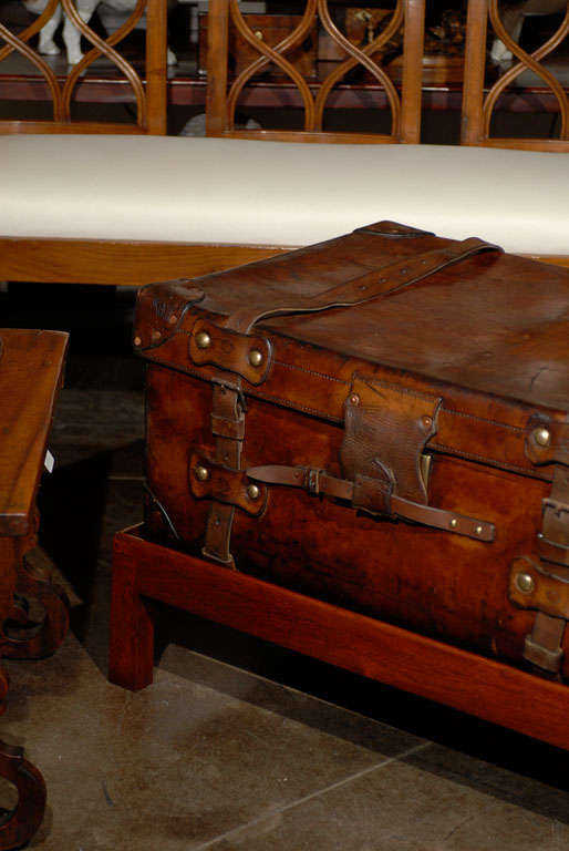 English 19th Century Leather Travel Trunk on Rectangular Mahogany Wooden Stand For Sale 1