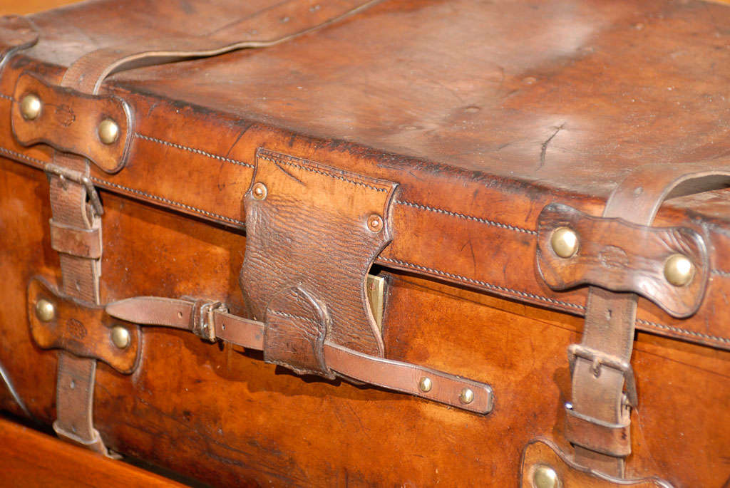 English 19th Century Leather Travel Trunk on Rectangular Mahogany Wooden Stand For Sale 3