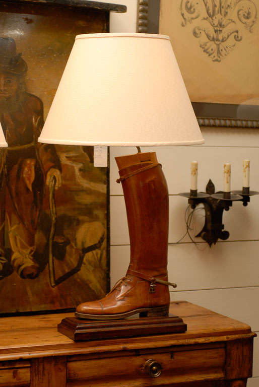 Pair of Vintage English Brown Leather Riding Boots Mounted as Table Lamps In Good Condition For Sale In Atlanta, GA