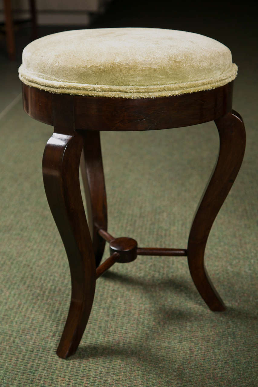 Pair of Italian Neoclassical Stools In Excellent Condition For Sale In Stamford, CT