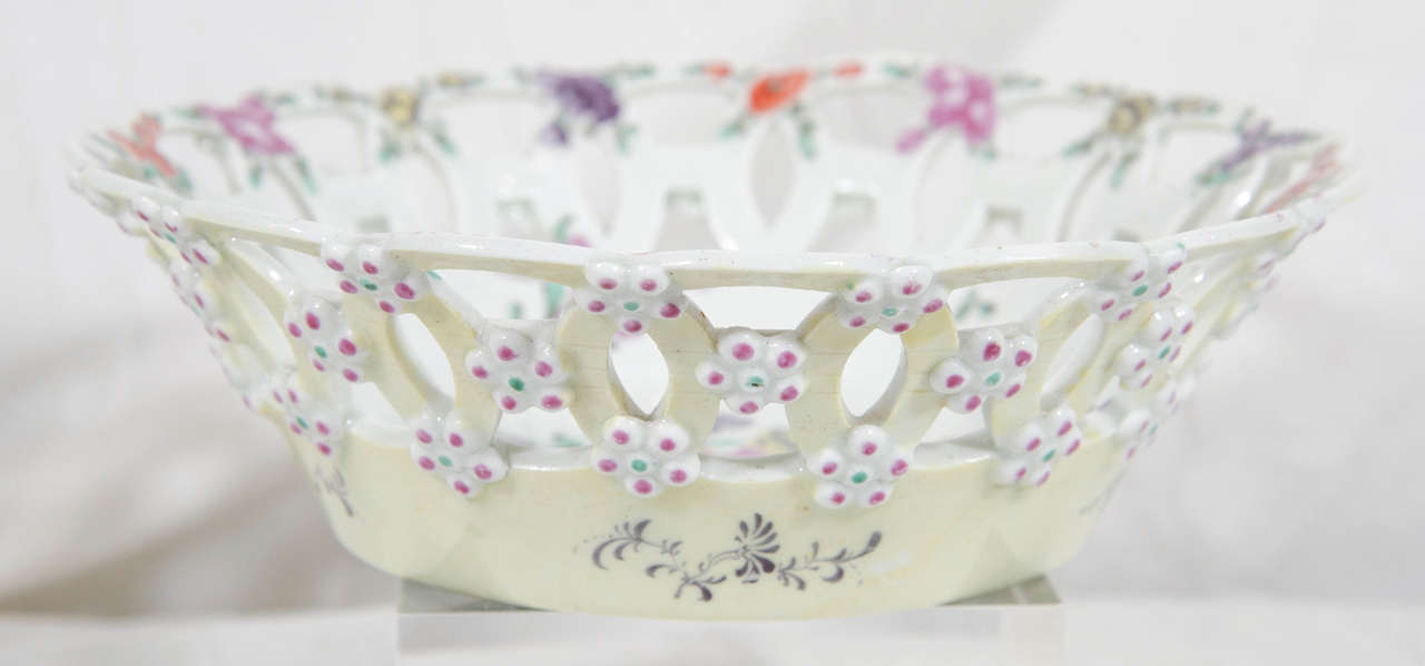 Pair First Period Worcester Soft Paste Porcelain Baskets England circa 1770 For Sale 1